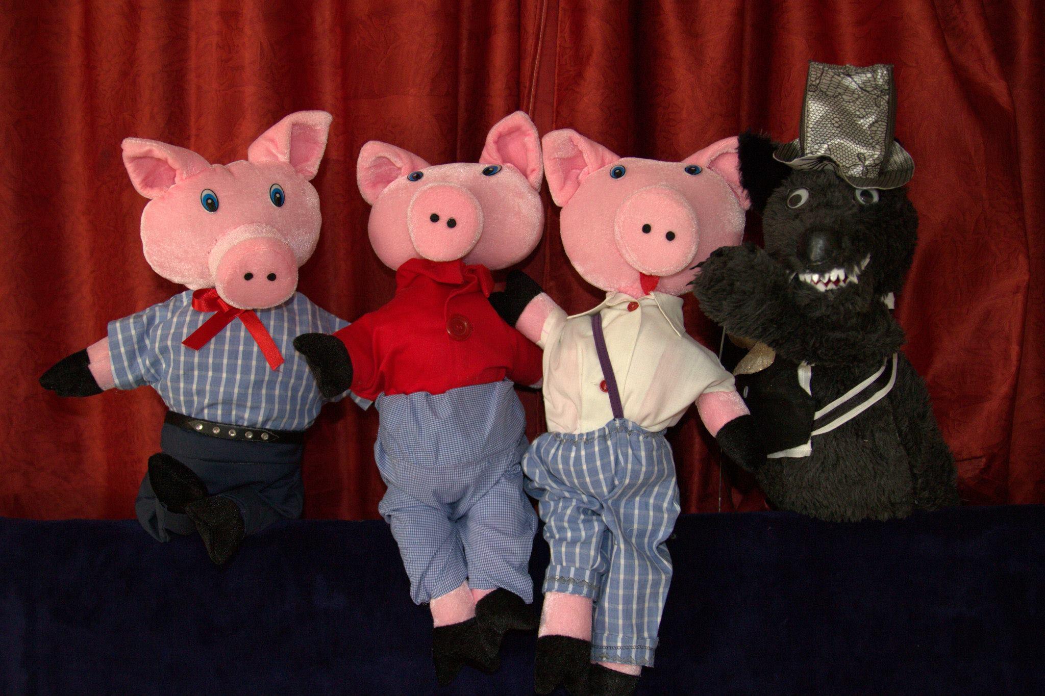Foto Puppentheater Buratino, drei Schweinchen und der Wolf