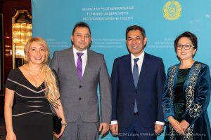 Links nach Rechts: Karina Tomsinskaia, Mihail Vachtchenko mit Botschafter Dauren Karipov mit Ehegatin