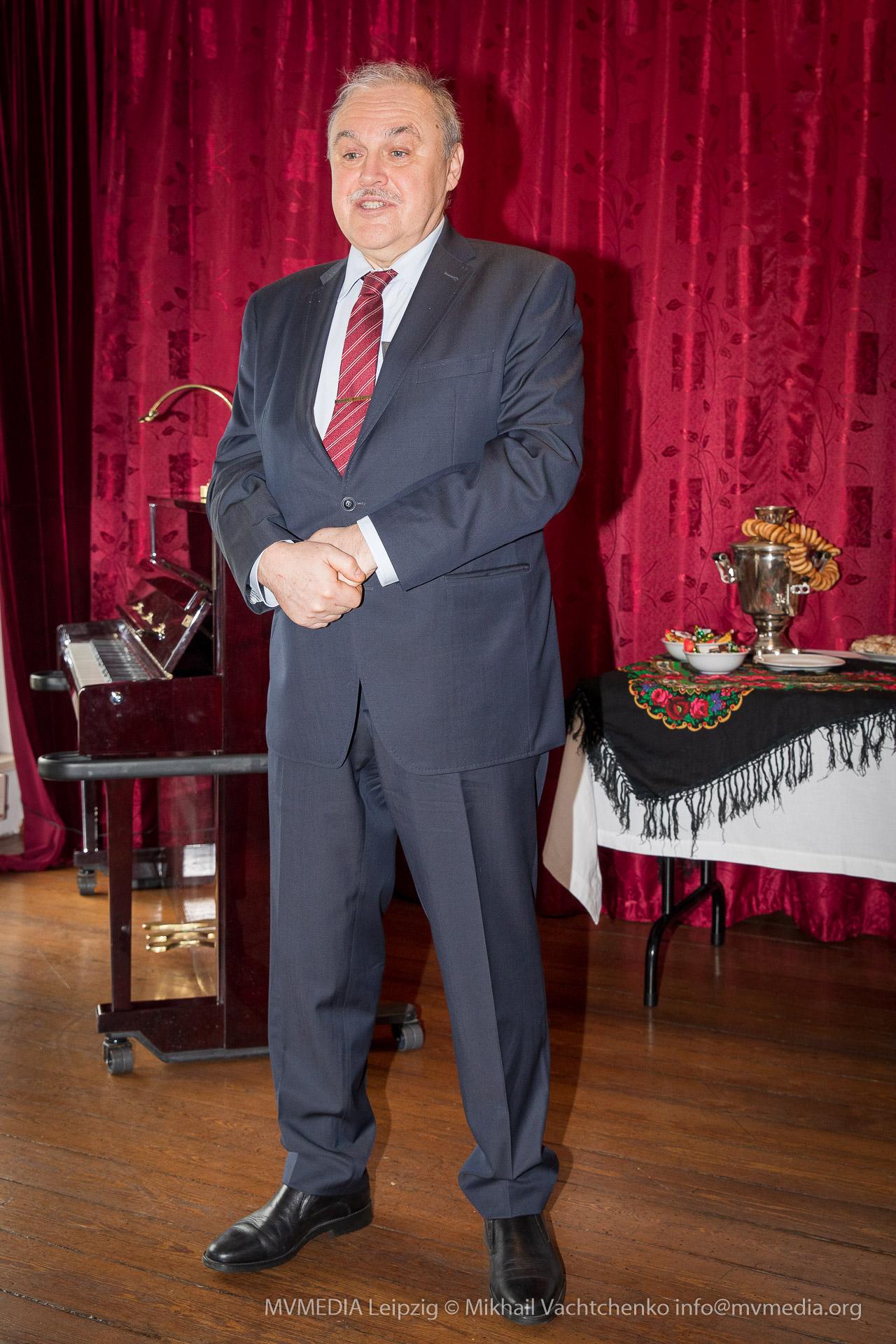 Г-н Генеральный консул РФ А.Ю. Дронов. На открытии кабинета русского мира.